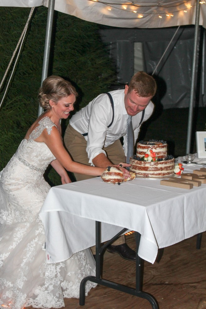 naked_wedding_cake_cutting